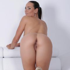 Mea Melone Gallery - http://free.melonechallenge.com/071tchallenge/gallery/thumbs/017-240x240.jpg?ri=250000000&rs=100000000