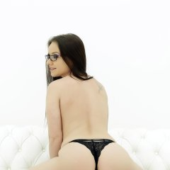 Mea Melone Gallery - http://free.melonechallenge.com/104wchallenge/gallery/thumbs/018-240x240.jpg?ri=250000000&rs=100000000